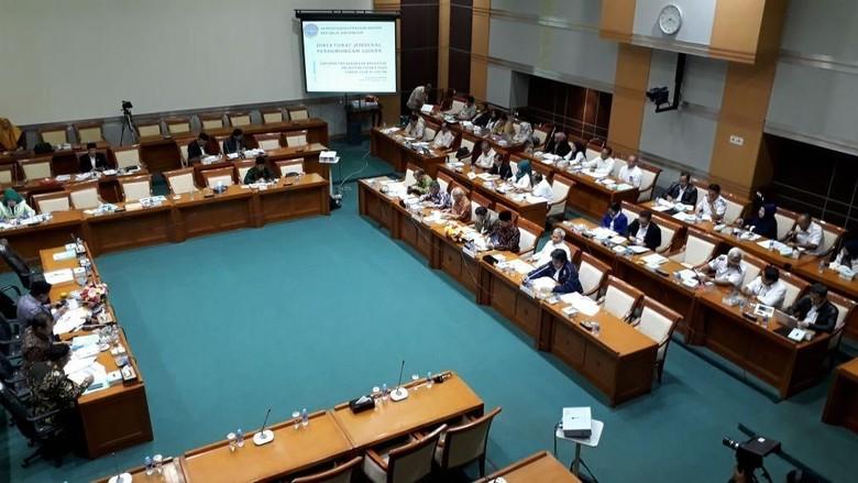 Komisi VIII DPR Rapat Dengan - Jakarta Komisi VIII DPR mengundang Menteri Agama Lukman Hakim Syaifuddin pada Rapat Dengar Pendapat Rapat tersebut untuk mempersiapkan