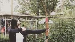 Selain jago menyanyi, Aura Kasih diidolakan karena pintar menjaga bentuk badannya selalu bugar dan seksi. Rahasianya terpancarkan lewat unggahan di Instagram.