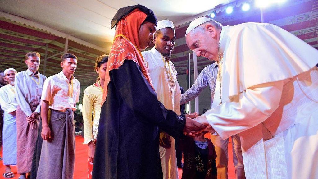 Paus Fransiskus Sebut Rohingya di Bangladesh, Netizen Myanmar Marah