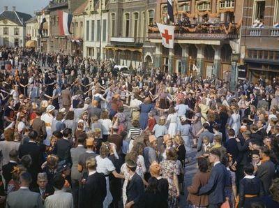Foto Langka Warna-warni Perang Dunia II