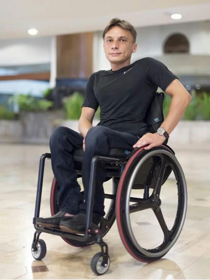 Alexei Nalogin, penyandang disabilitas yang tak berhenti berkarya (Foto: BBC)