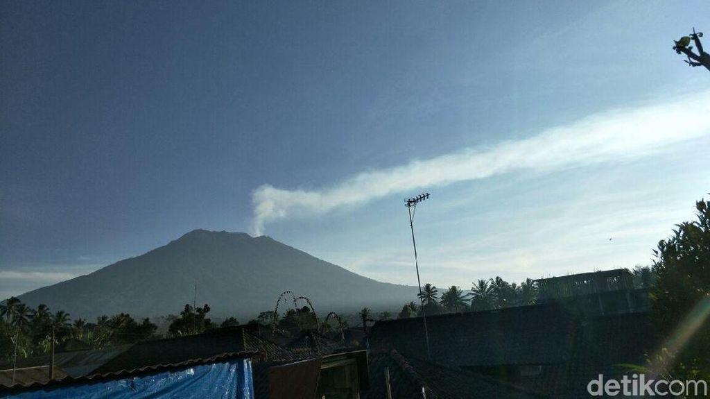 Dampak Erupsi Gunung Agung, Target Wisman Kurang 1 Juta Orang