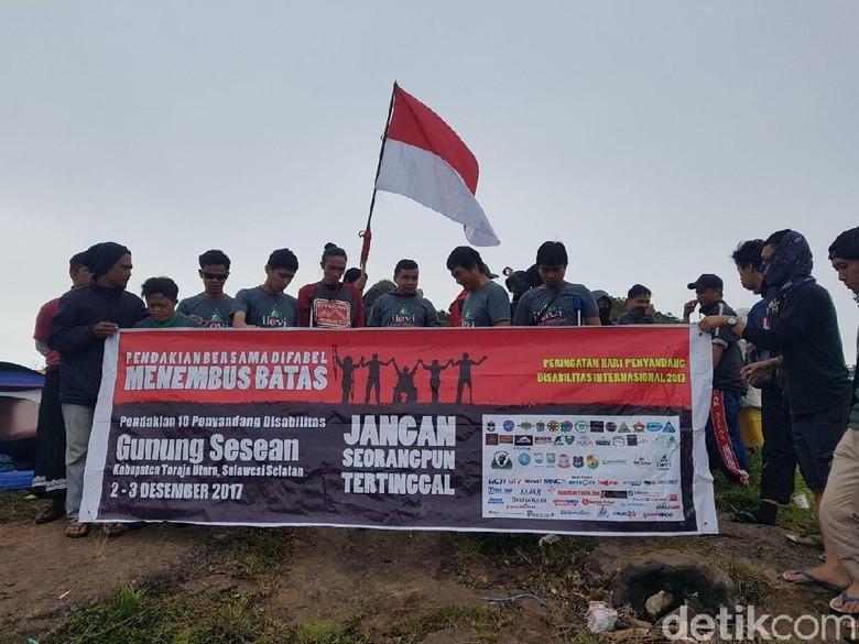 Atlet Difabel Senang Banyak Peserta - Kabupaten Toraja Tim Pendakian Bersama Difabel Menembus Batas Part II berhasil menapaki puncak Gunung Sesean di Kabupaten Salah