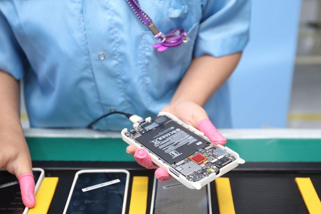 PT Sat Nusapersada sendiri menyiapkan setidaknya sembilan line produksi hanya untuk Xiaomi. Foto: Xiaomi