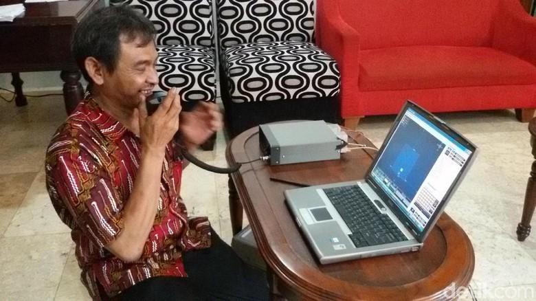 Warga Yogya Buat Alat Untuk - Yogyakarta Nursihan Wardhana bersama dari Orari DIY menciptakan alat untuk memantau dan merekam pergerakan nelayan di Seperti apa