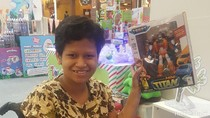 Ekspresi Bahagia Anak-Anak Difabel Saat Dapat Mainan