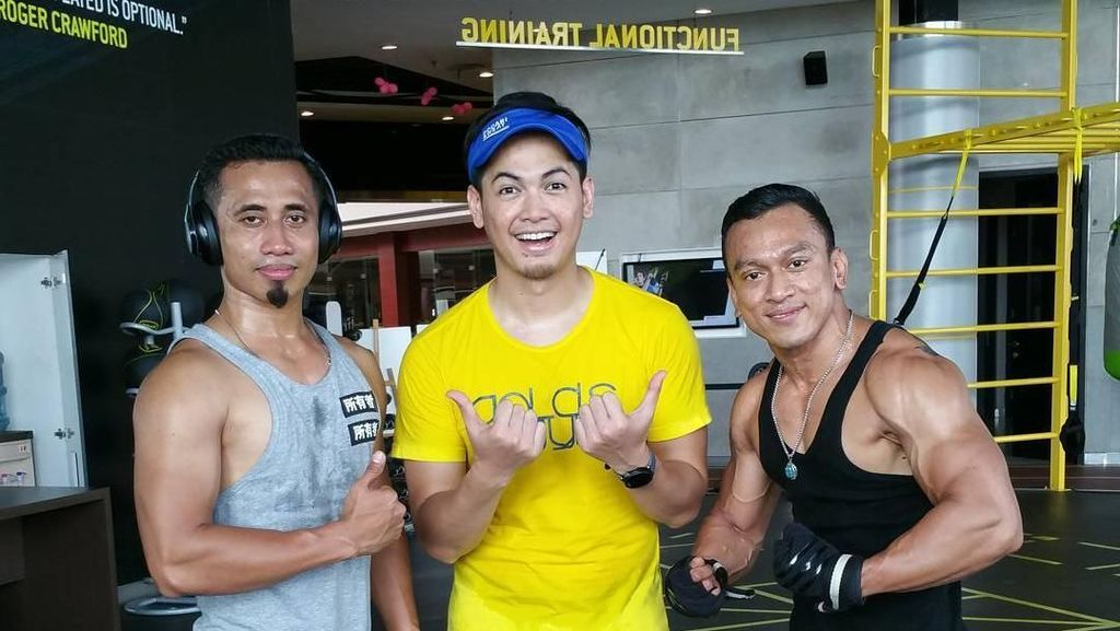 Foto: Bugarnya Aktor Tampan Tommy Kurniawan
