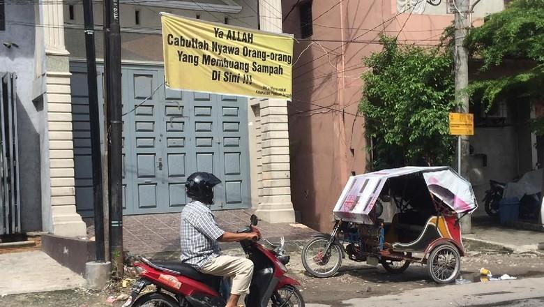 Warga Doakan Pembuang Sampah Dicabut Nyawanya