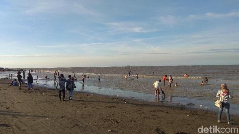 Foto: Pantai Sedari di Karawang (Luthfiana Awaludin/detikTravel)
