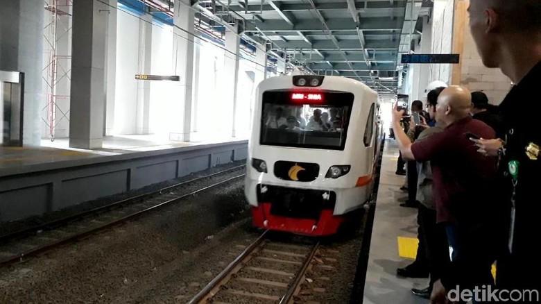 Jokowi Nilai Tiket Kereta Bandara Rp 100 Ribu Terlalu Mahal