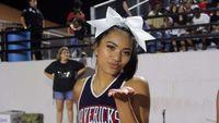 Viral, Aksi Cheerleader Manis Jalan di Udara
