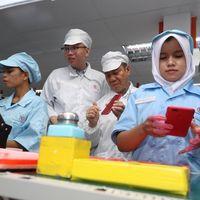Mengintip Pabrik Perakitan Ponsel Xiaomi di Batam