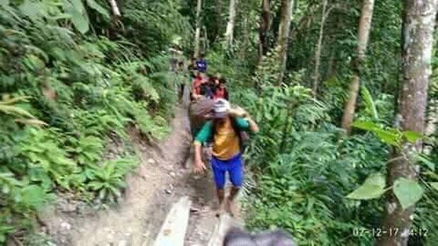 Soal Jenazah yang Digotong Sejauh 36 Km, Bupati: Saya Sedih