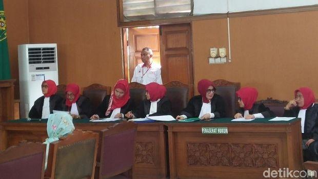 Sidang Asma Dewi di PN    Jaksel, Selasa (5/12/2017)