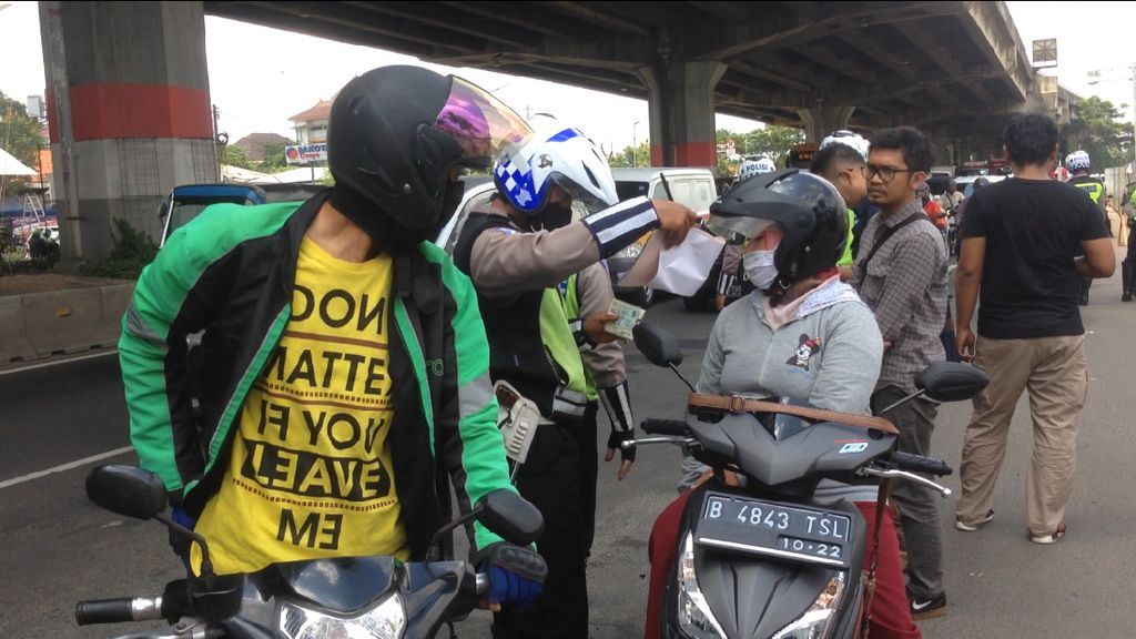 Polisi Razia Penunggak Pajak Kendaraan di Jakarta Timur