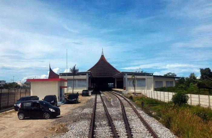 Kereta Api Bandara ini melengkapi pengoperasian kereta api Bandara Kualanamu dan kereta api Bandara di Soekarno-Hatta. Foto: Dok. Ditjen Perkeretaapian Kemenhub