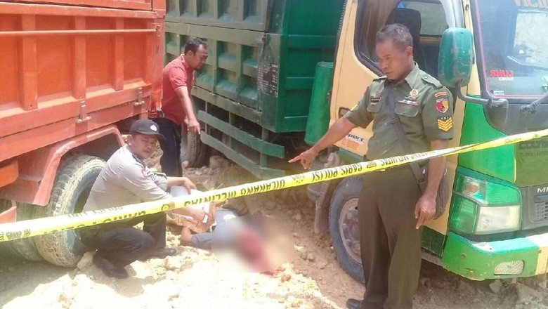 Tambang Galian C di Ngawi - Ngawi sopir dump truk meninggal di areal tambang galian C Desa Kecamatan Sopir tersebut meninggal setelah tertabrak truk
