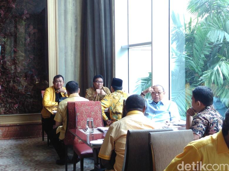 DPD I Golkar Akan Serahkan - Jakarta Mayoritas pengurus tingkat provinsi atau DPD I Golkar telah menyepakati Mereka akan segera menuju kantor DPP Partai