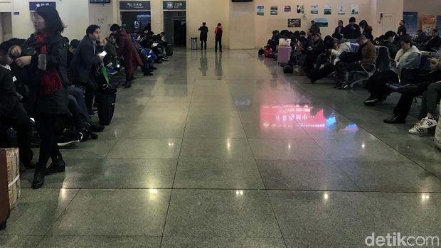 Ruang tunggu kereta cepat di China
