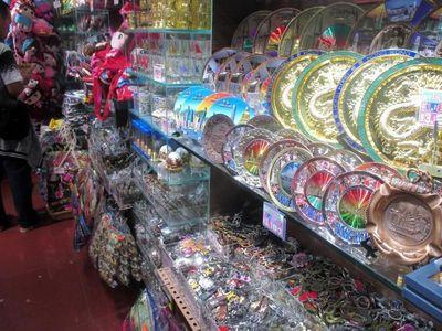 Belanja Puas di Hong Kong, Wajib ke Peak Market