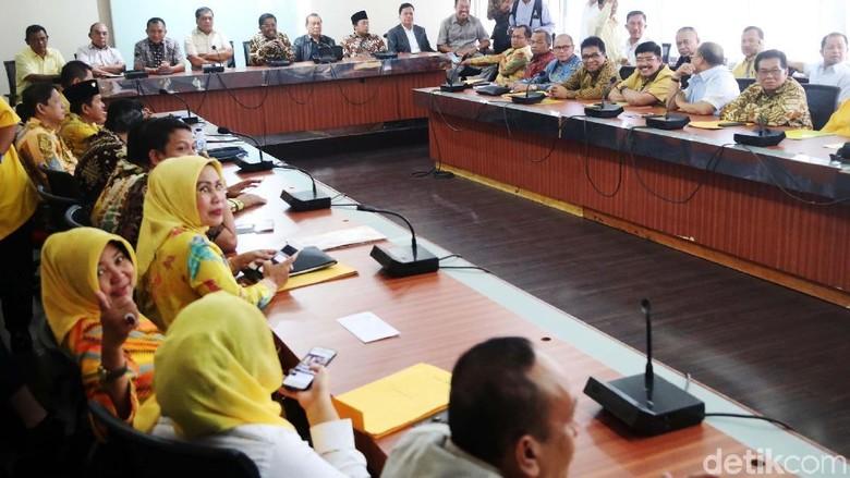 DPD I Golkar Beri Tenggat - Jakarta DPD I Jawa Barat Dedi Mulyadi mendesak DPP Golkar segera menggelar DPD I memberi tenggat sebelum Desember