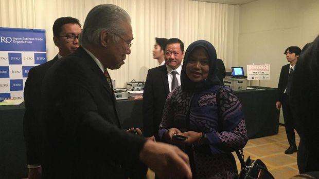 Kisah Retno Mardiningsih Mengirim Besi Beton Dibayar Cabe Kering.