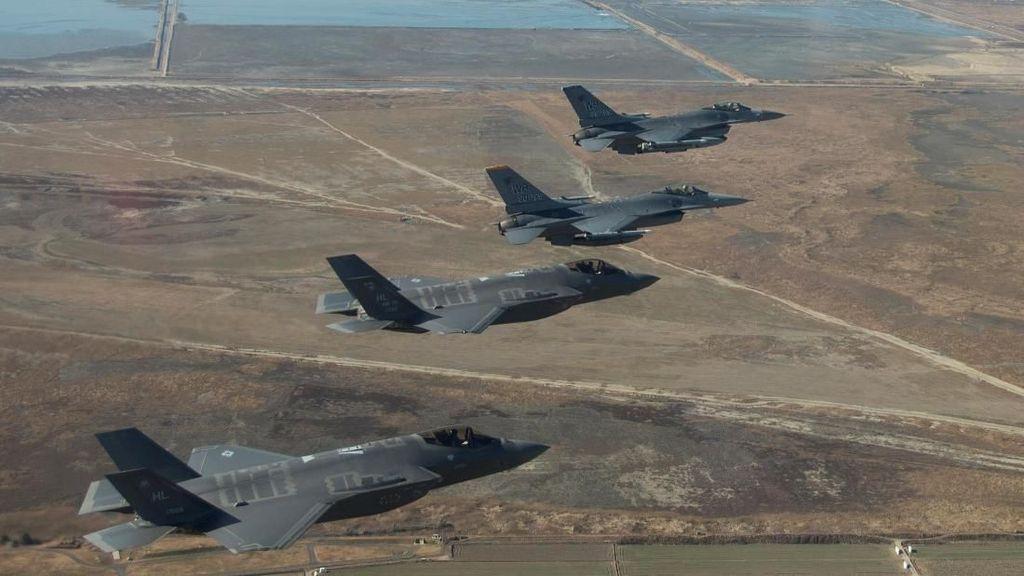 Manuver Jet Tempur AS di Langit Korea