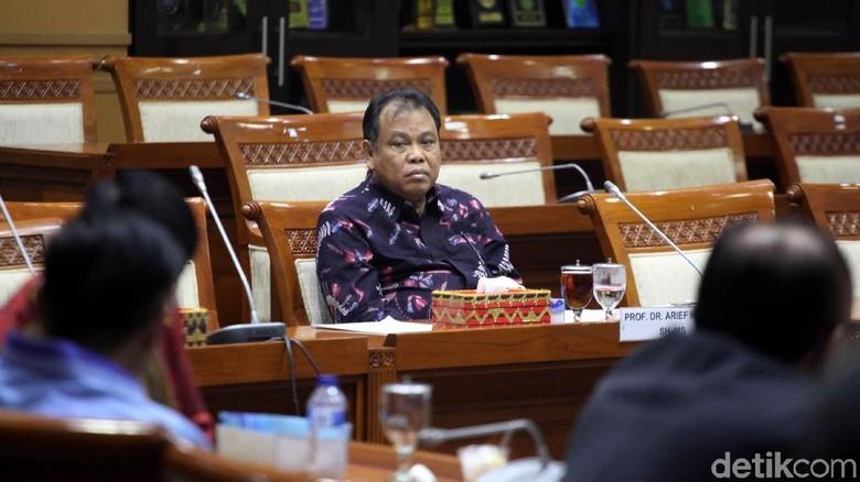 DPR Gelar Paripurna Persetujuan Hakim - Jakarta melalui Komisi I dan Komisi III selesai melakukan dua uji kepatutan dan kelayakan hari ini terhadap Dua
