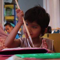 Kisah Bocah yang Tetap Mandiri Meski Salah Satu Matanya Buta