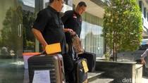 Bareskrim Bawa Barang Bukti Kasus Bos First Travel ke Kejari Depok