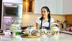 Memasak adalah kegiatan utama seorang chef, tapi beda dengan chef yang satu ini. Chef Marinka juga selalu menyempatkan waktu untuk berolahraga.