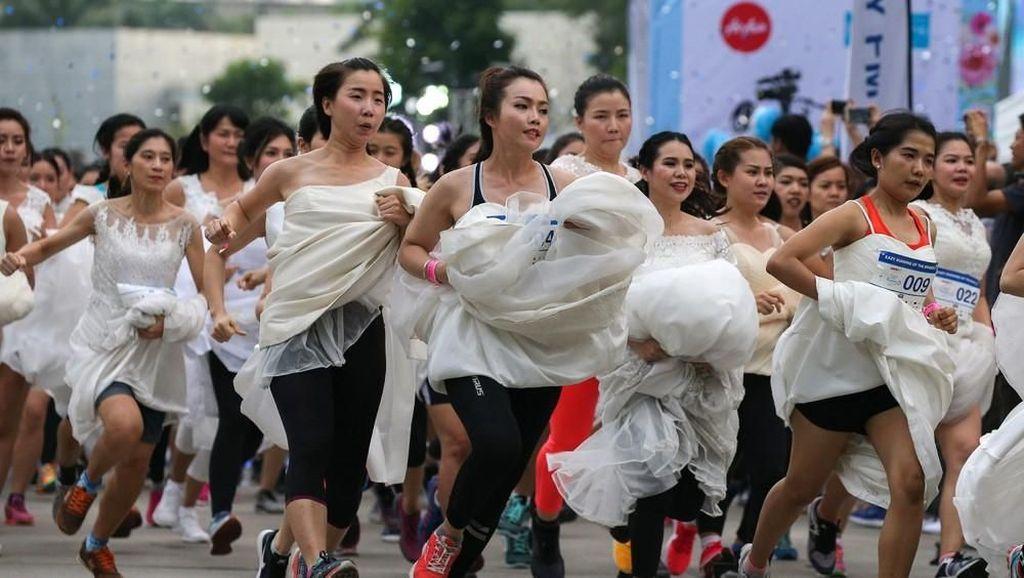 Unik! Ratusan Calon Pengantin Ini Ikuti Lomba Lari