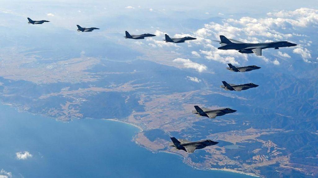 Penampakan Jet Pengebom AS Saat Terbang Dekat Perbatasan Korut