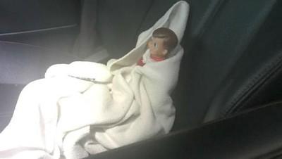 Kocak! Demi Putrinya, Ibu Ini Bawa Boneka yang Rusak ke RS