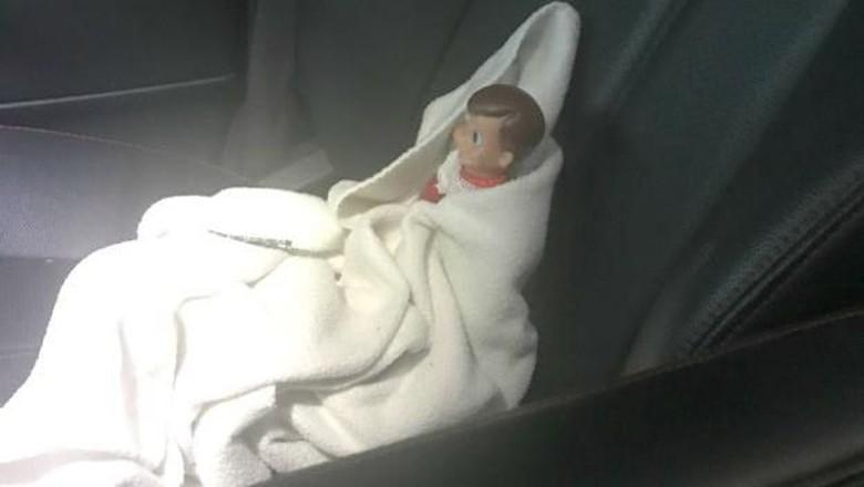 Kocak! Demi Putrinya, Ibu Ini Bawa Boneka yang Rusak ke RS (Foto: Istimewa)