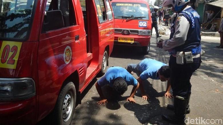 Ngetem di Dekat Rel, Sopir Angkot Dihukum Push-Up 15 Kali