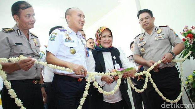 Menengok Gerai SIM Samsat Terminal Plus Pertama di Indonesia
