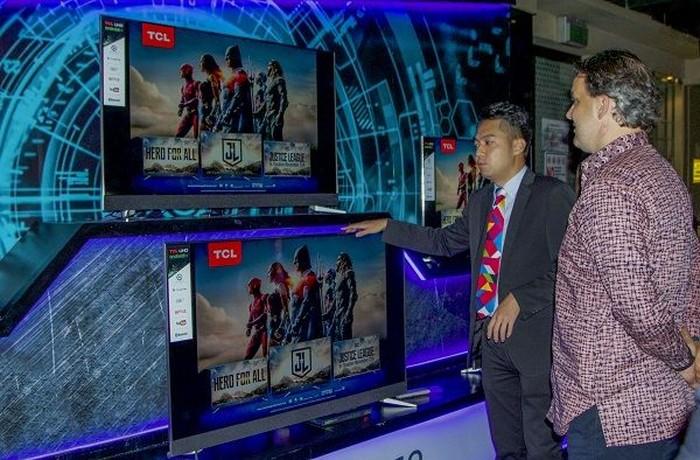 Televisi baru TCL. Foto: Muhamad Imron Rosyadi/inet