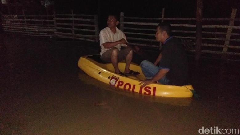 Warga Banjir Bisa Diatasi Jika - Lhoksukon Warga yang menjadi korban banjir di Aceh Utara menilai pemerintah setempat selama ini tidak peka terhadap penanganan
