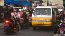 Pemprov DKI Cari Cara Atasi Pasar Malam Dadakan di Kali Sekretaris
