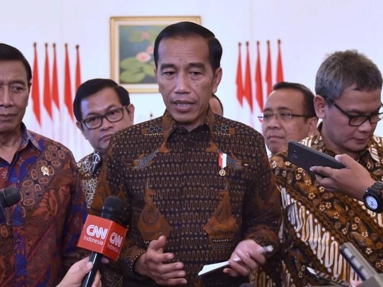 Jokowi Ajak Pemuda Kembangkan Batik - Solo telah menjadi warisan budaya dunia nonbendawi sejak ditetapkan oleh UNESCO pada Oktober Tak sekadar Presiden Jokowi menginginkan