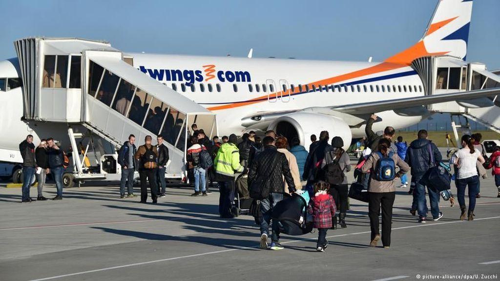 Pilot Jerman Tolak Terbangkan Pencari Suaka yang Dideportasi