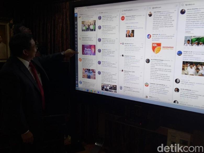 Punya Layar Jumbo, Fadli Zon Pantau Trump hingga Jokowi