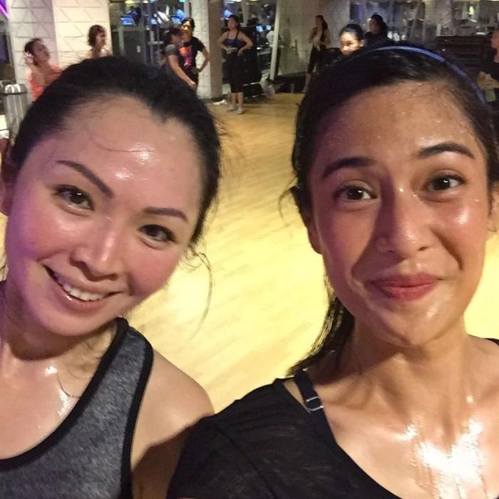 Gembrobyosss.. Kuyub... Post #BodyCombat class with my pal.., tulis Dian memperlihatkan dirinya yang banjir keringat. (Foto: Instagram/therealdisastr)
