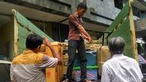 Kulkas, Dispenser Hingga Koper Kasus First Travel Diangkut Truk