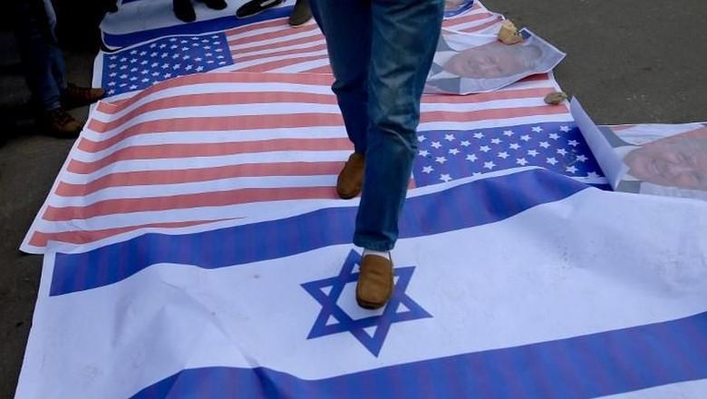 Balas Roket dari Serangan Udara - Gaza City roket kembali ditembakkan dari Jalur Gaza dan jatuh di kota Israel bagian Israel membalas roket itu