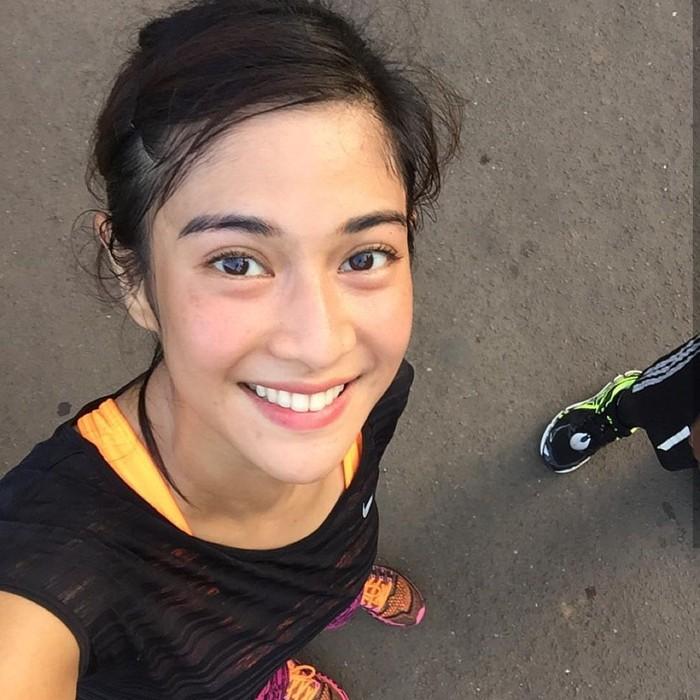 Lari menjadi jenis olahraga yang biasa Dian lakukan rutin. Ia juga kerap kali mengunggah foto dirinya yang basah oleh keringat sehabis olahraga. (Foto: Instagram/therealdisastr)