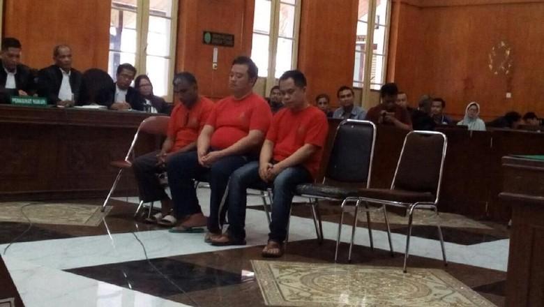 Komplotan Pembunuh Pengusaha Airsoft Gun - Medan Komplotan pembunuh pengusaha airsoft Indra Gunawan alias memasuki sidang Dua terdakwa dalam kasus ini dituntut tahun tuntutan