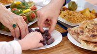 Selain kacang, kurma juga jadi makanan camilan yang bisa menambah energi.