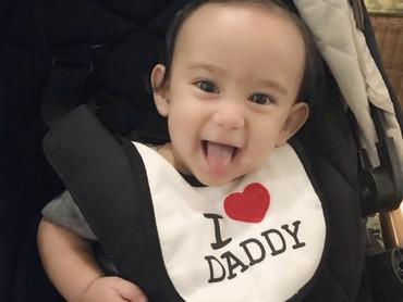 Siapa yang sayang ayah juga? (Foto: Instagram/carleteana)